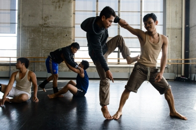 Members of Amrita Performing Arts rehearsing for their upcoming performance of Khmeropédies III: Source/Primate at Works and Process at the Guggenheim, April 24, 2012. (Pete Pin - Season of Cambodia)